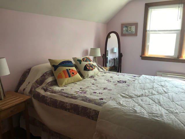 Bright private room in quiet neighborhood
