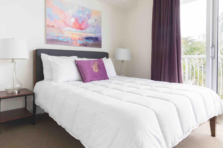 Comfortable Queen size bed / Memoryfoam mattress