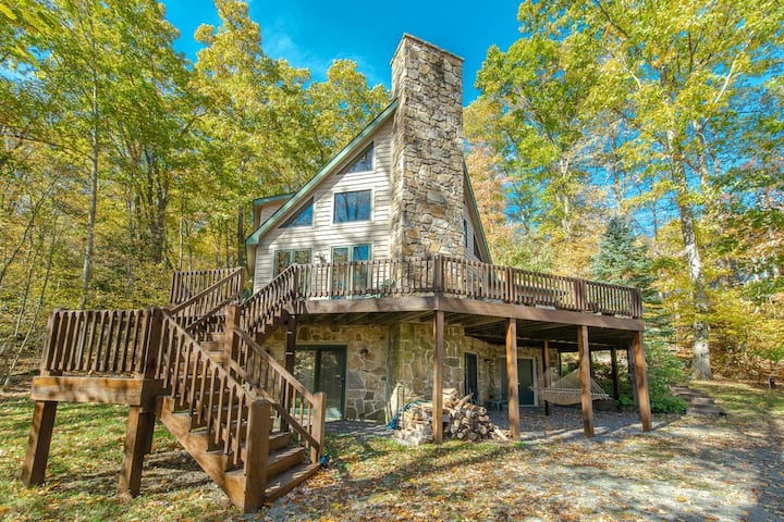 NEW! Lake Access Home w/Hot Tub, Pool Table, & Fireplace!
