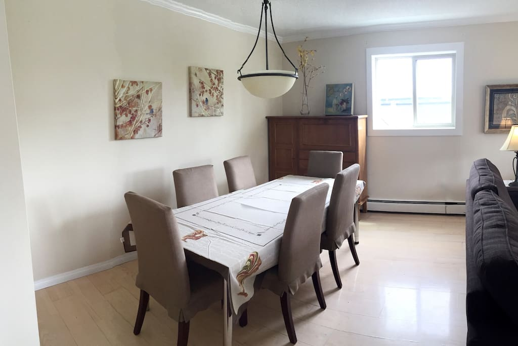 Large dining room - perfect for dinner parties