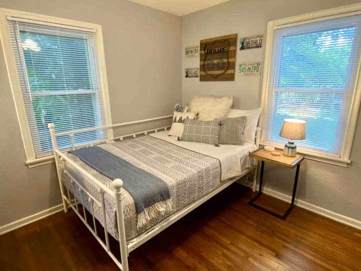 Cozy & Clean Midtown Room with Many Amenities