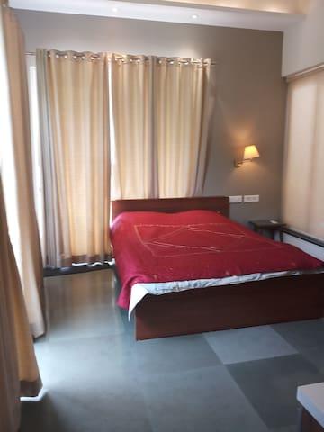 Bedroom3 (gr floor)