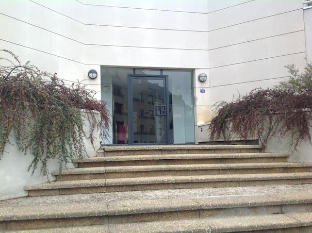 Studio clair, 1er étage, balconnets - Cergy - Appartement en résidence