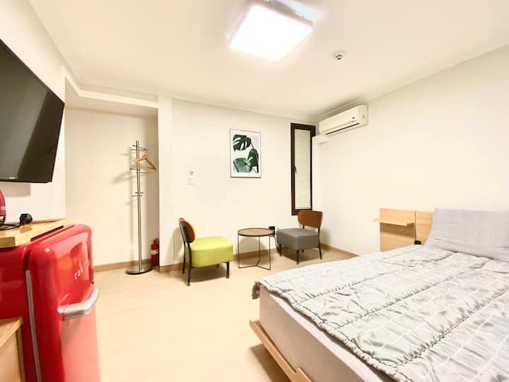 3mins Myeongdong stn. & Affordable room for 2ppl