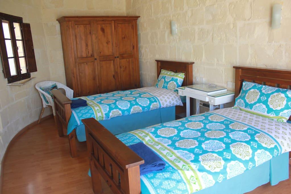 The Garigor Room is a sunny twin room.