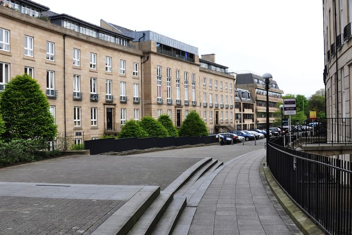 Large  New Town 3 bedroom comfortable apartment