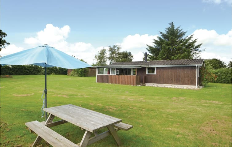 Holiday cottage with 3 bedrooms on 65m² in Hadsund