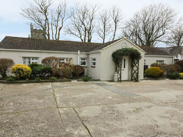 POLDHU, family friendly, with a garden in Mullion, Ref 969340