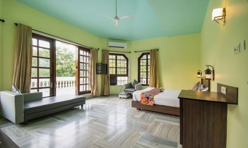 ROOMS ON RENT AT KHANDALA W POOL