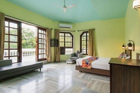 ROOMS ON RENT AT KHANDALA W POOL