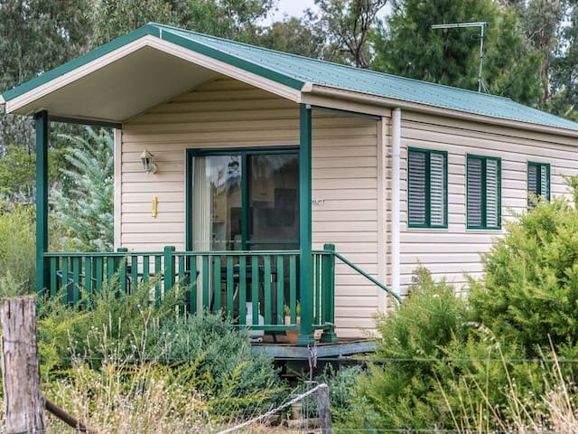 Coolac Cabins and Farmstay Cabin 3