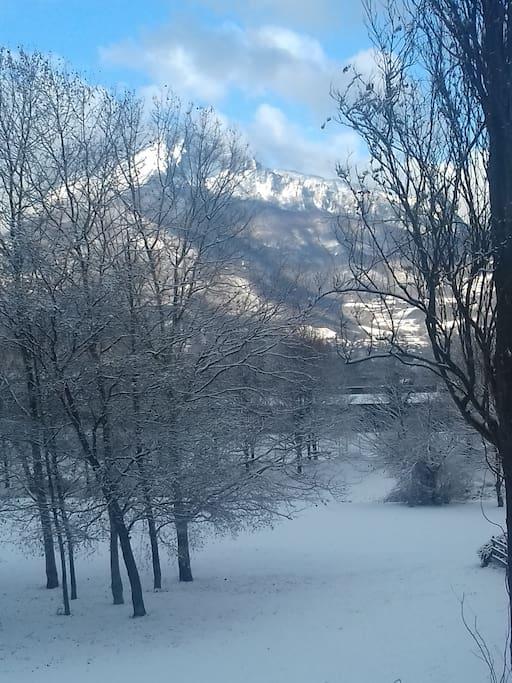 Vue de la terrasse L'hiver sur le Vercors