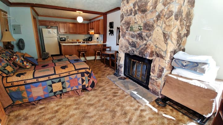 In Town - On The River - Pet Friendly - Super Cozy and Cute for 2! - Cable - Wood Burning Fireplace