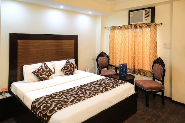 Vardaan Hotel , Bed & Breakfast in Heart of City.