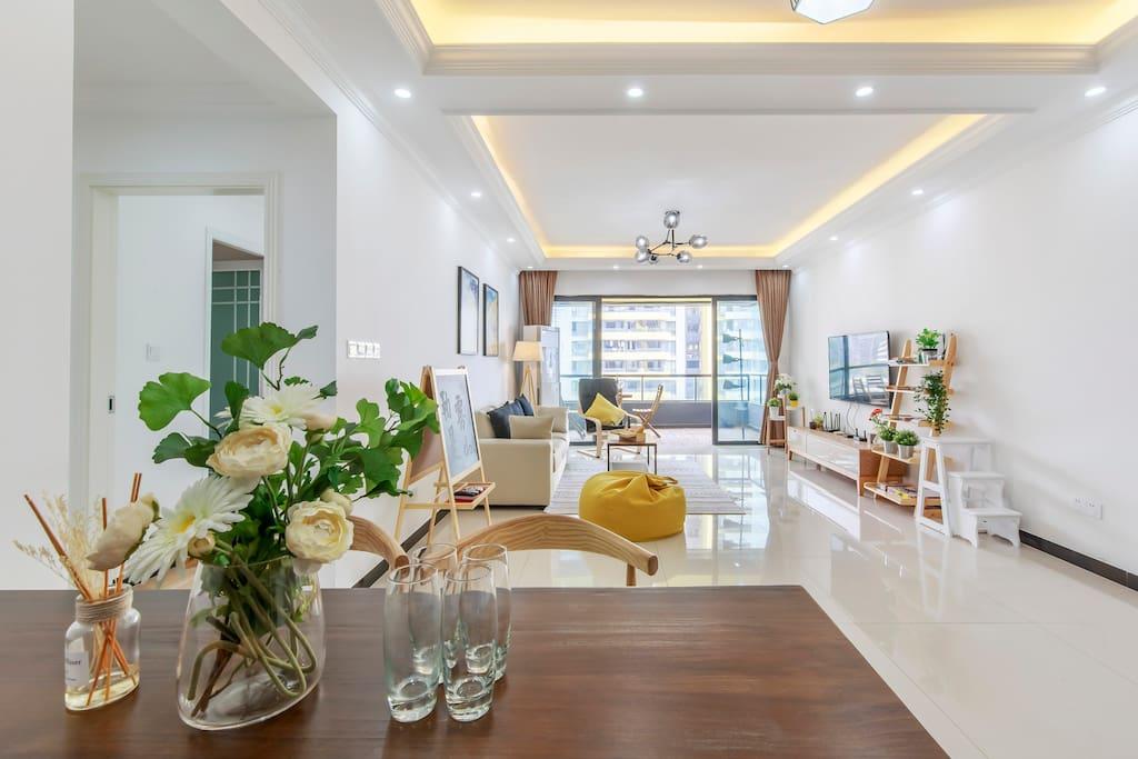 宽敞明亮的客厅-超大客厅