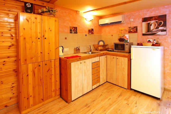 Cozy wooden cabin & breakfast - Adi - Cabin