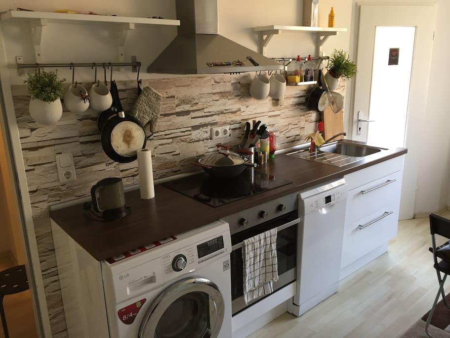 Kitchen. Washer/Dryer. Oven. Dishwasher.