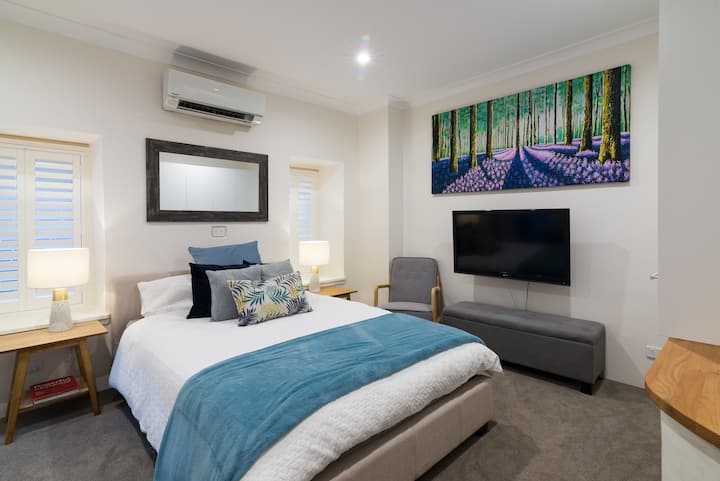 Bright new Private Studio Apartment in Manly