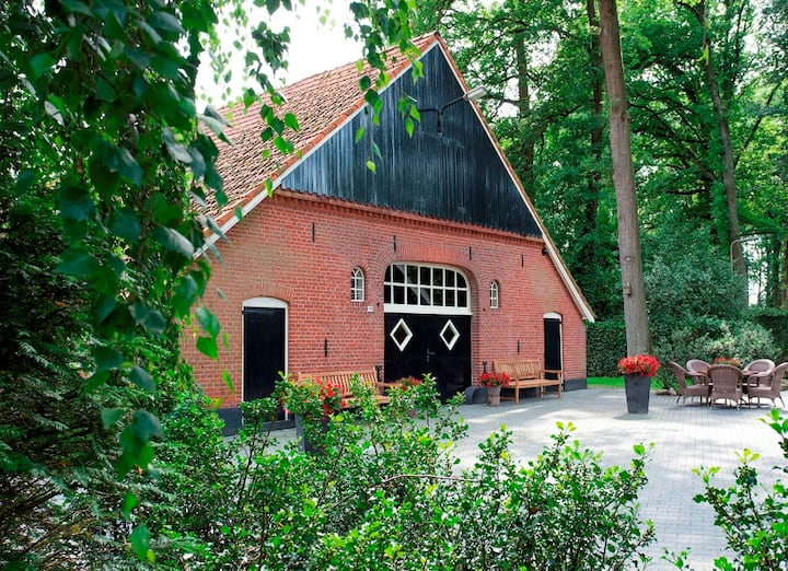 Familieboerderij met hottub en Finse Kota,14 pers.