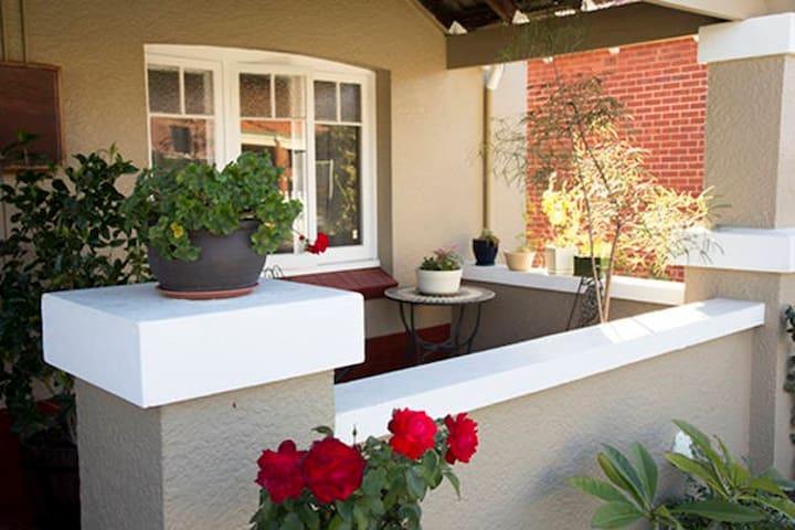 Rose Cottage Perth - North Perth - Talo