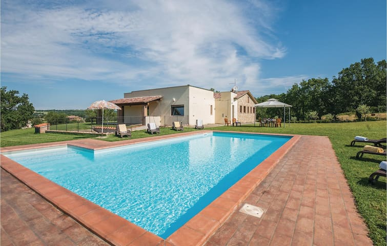 Holiday cottage with 4 bedrooms on 160m² in Massa Martana  PG