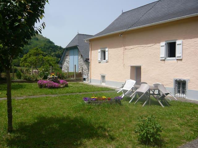 Maison de Campagne au coeur du Pays - Tardets-Sorholus - Hus