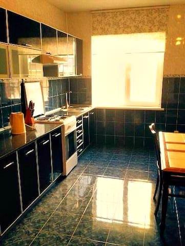 Сдается четырехкомнатная квартира - Sokhumi - Apartment