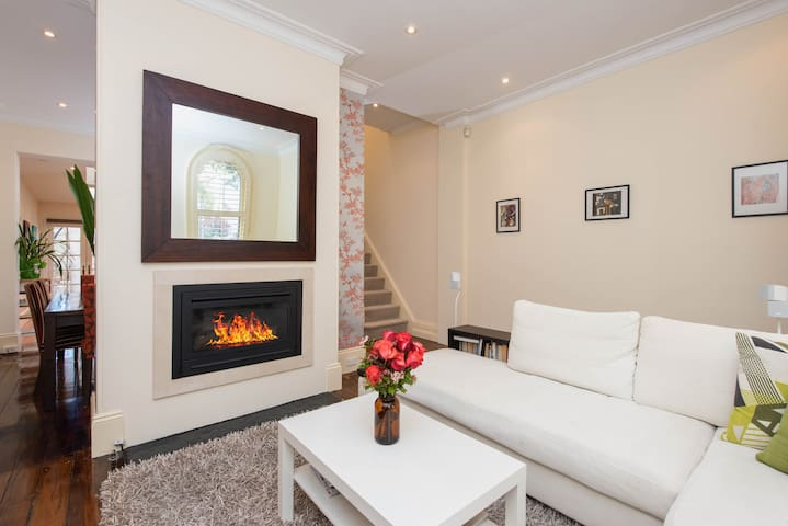 Private room in trendy Surry Hills - Surry Hills - House