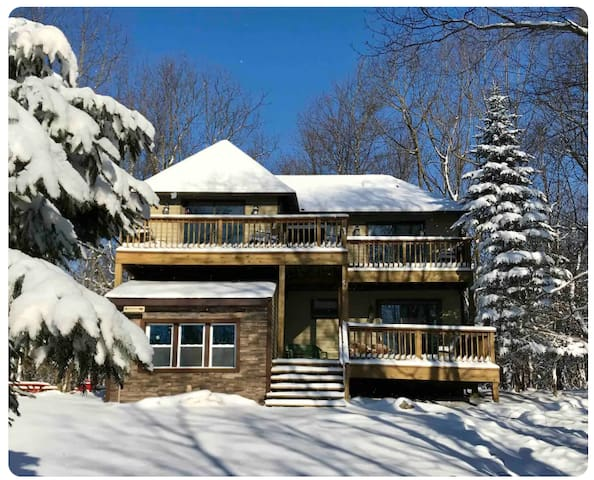Ski/Snowboard at The Lakeview Harmony House!!*NEW*