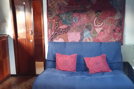 Captains Quarters on Houseboat - Ghent