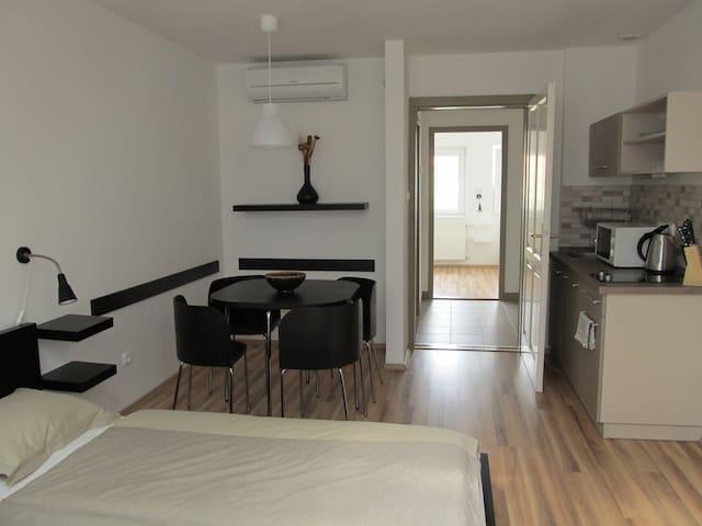 BENEVIA Apartment I. for 3-5 people - Pécs - Apartamento