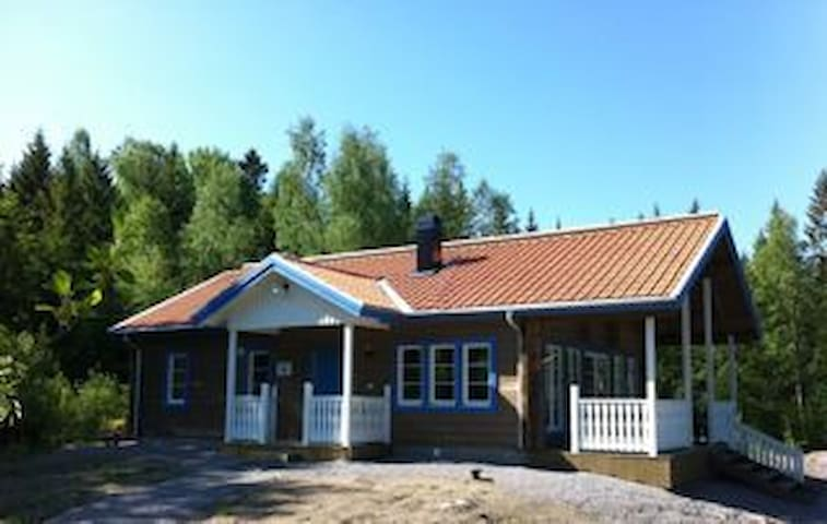 Kronhjortsgården Skogsstugan/cottage in the forest - Åby - House