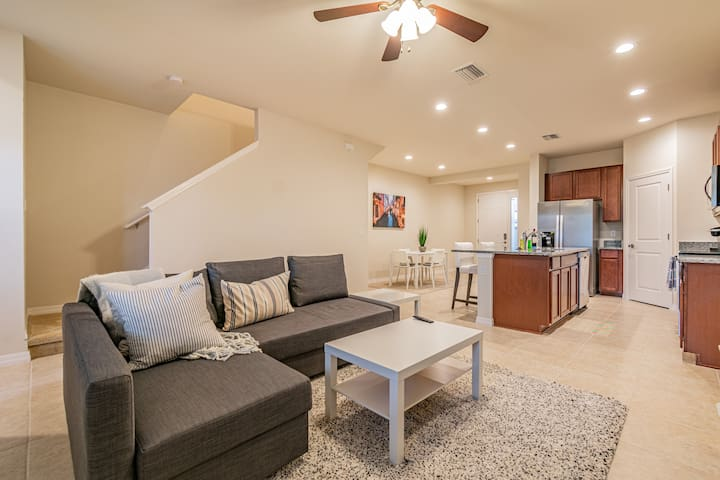 Newly Built newly furnished 3 bedroom townhome