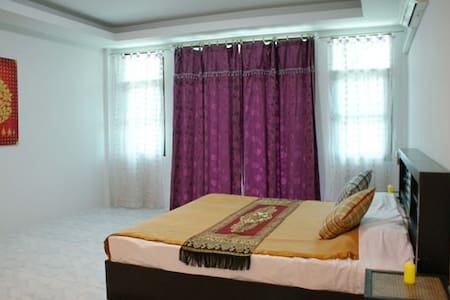 Huge room with aircon 50 m from sea