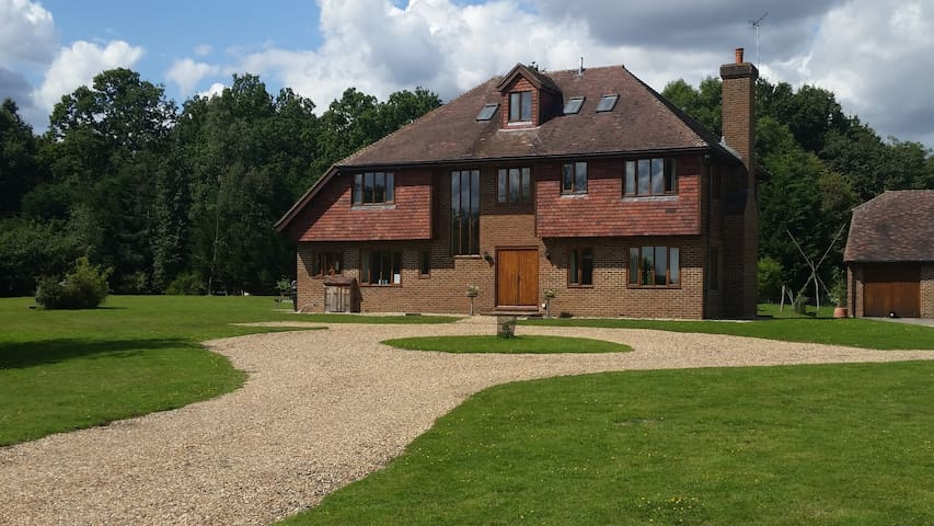 Farmhouse:Fabulous rural location sleeps up to 24 - Tenterden - Bed & Breakfast