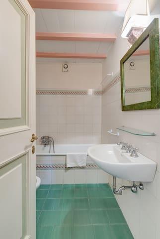 Bathroom (Casale San Carlo)