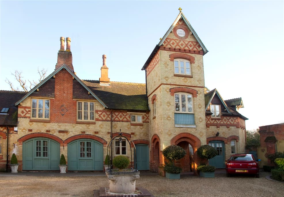 This exclusive home  stands at the end of a private shared road.It used to be a victorian horse riding stable.It was converted into 3 residences.