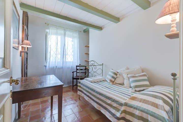 Single bedroom - ground floor (Casale San Carlo)