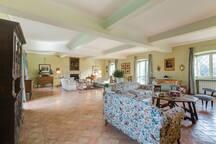 The main living room (Casale San Carlo)