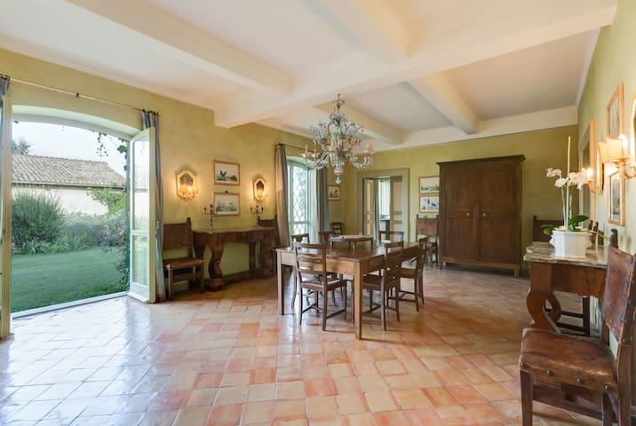 The dining room (Casale San Carlo)