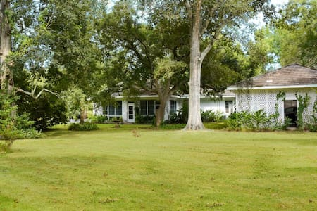 Large family home on Bayou Teche - New Iberia