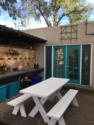 Lovely private casita in historic Nob Hill - Albuquerque - Gästhus
