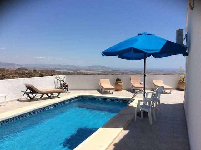 3 bed villa with pool and stunning views. wifi. - Bédar - Casa de campo