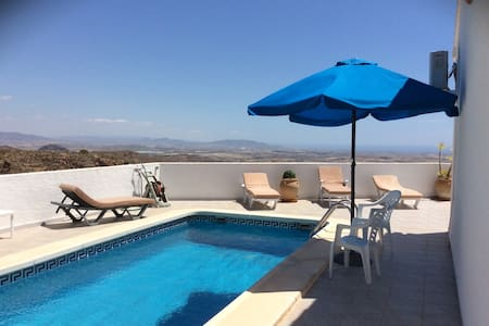 3 bed villa with pool and stunning views. wifi. - Bédar - Willa