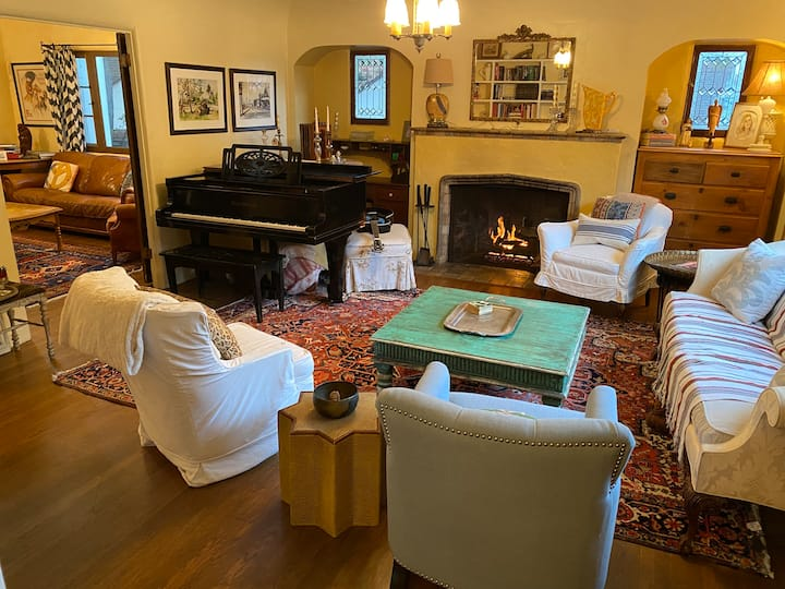 Classic 3 bdr. Sunny Canyon home  Near all
