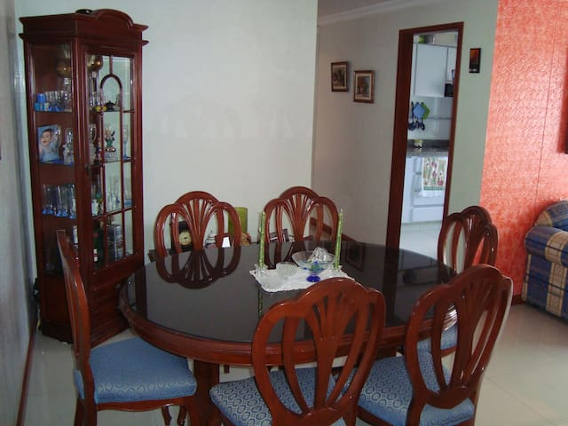 Beautiful Room near the Airport - Bogotá - Bed & Breakfast