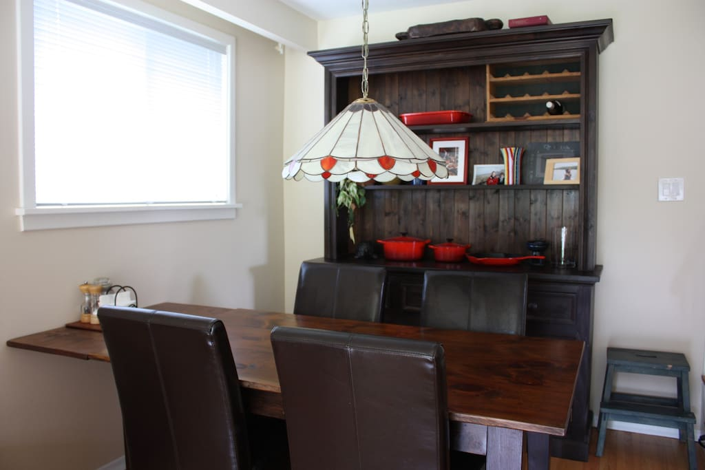 Dining room with extendable table for up to six guests.