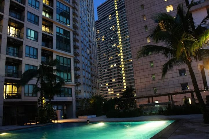 3 swimming pools on the 7th floor