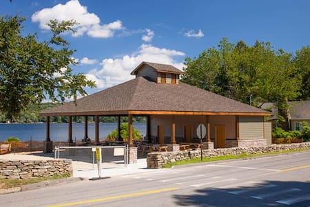 Lake cottage, Lake Hayward, CT - House