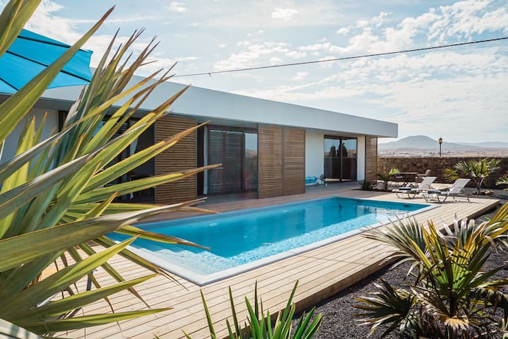 Villa Nerea  -  modern mit beheiztem Pool!